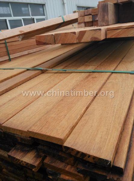 菠萝格实木地板批发订尺加工各种木材找木头佬