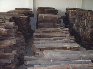 老挝进口原木交趾黄檀(大红酸枝)
