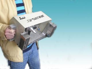 手提气动打标机打大梁木材