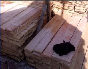 大量出售落叶松板材