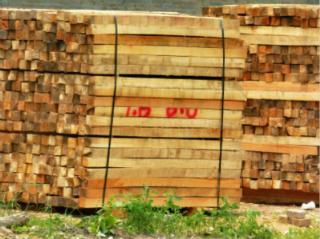方木、建筑方木及托盘用料。
