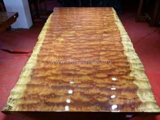巴花大板简约餐桌