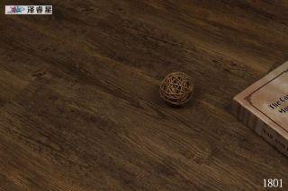 出口4mm仿古木�y浮雕防水免�z石塑地板