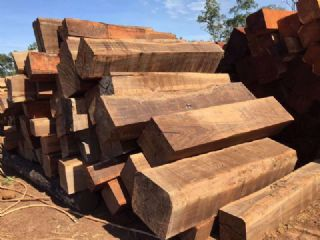 柬埔寨黑酸枝原木方料