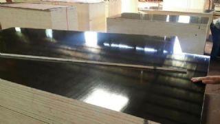 小板14.㎜黑膜酚胶砂光建筑清水模板