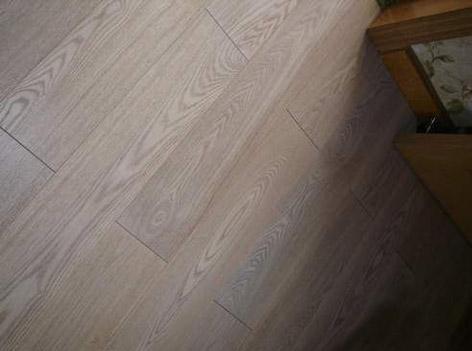 白蜡木地板
