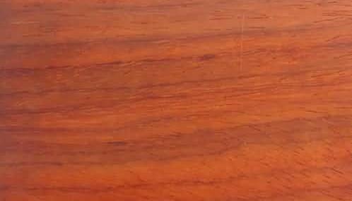 安哥拉.心材桔红色,纹理粗糙,有带状条纹,气干密度0.722克/cm3.
