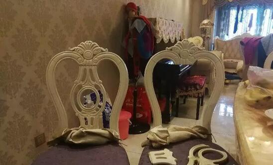 又骗人!花13万买的全套橡木欧式家具,竟然是树脂做的!