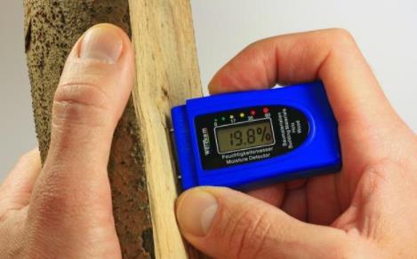 木材含水率对木蜡油施工的影响